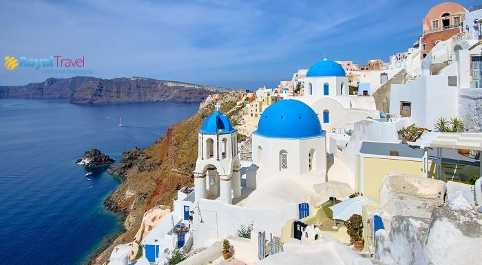 Klenot Egejského mora - poznávací zájazd spojený s oddychom pri mori na gréckom ostrove Santorini. Čakajú na vás najromantickejšie mestečká sveta Oia, Fira, kúpanie sa vo vulkáne a Egejskom mori.