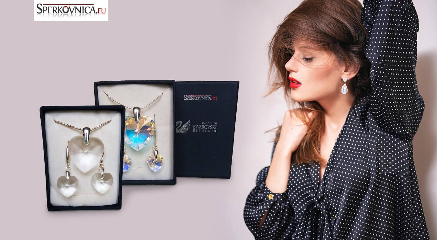 Set SWAROVSKI: elegantné náušnice a prívesok v tvare srdca v darčekovej krabičke - tip na darček