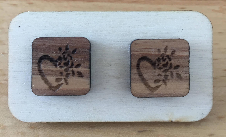 Drevené náušnice - vzor 10 (šírka 2,5 cm x výška 2,5 cm)
