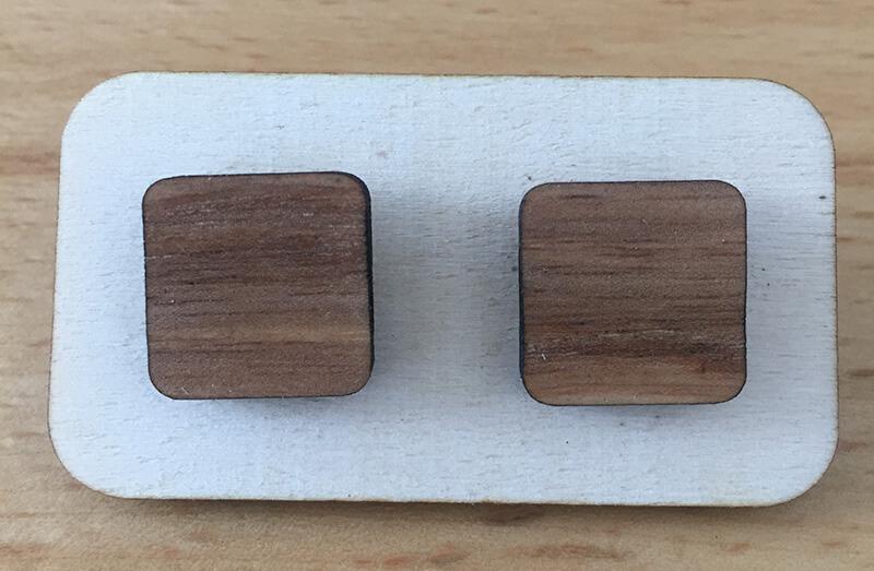 Drevené náušnice - vzor 11 (šírka 2,5 cm x výška 2,5 cm)