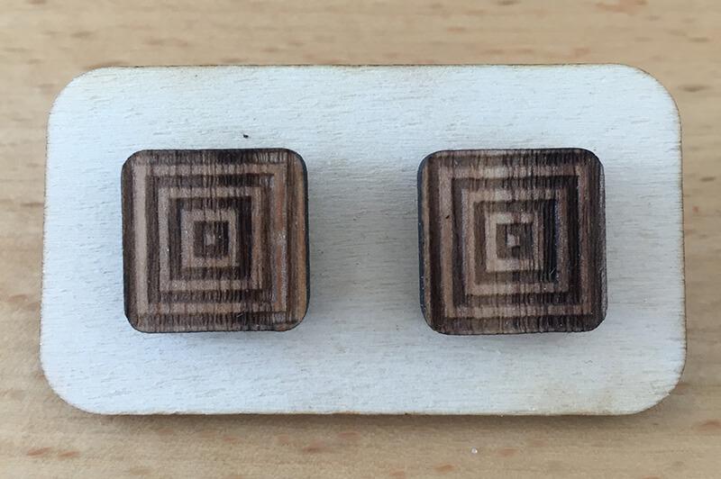 Drevené náušnice - vzor 7 (šírka 2,5 cm x výška 2,5 cm)