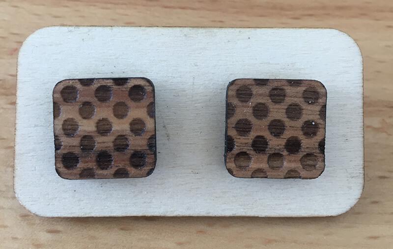 Drevené náušnice - vzor 8 (šírka 2,5 cm x výška 2,5 cm)