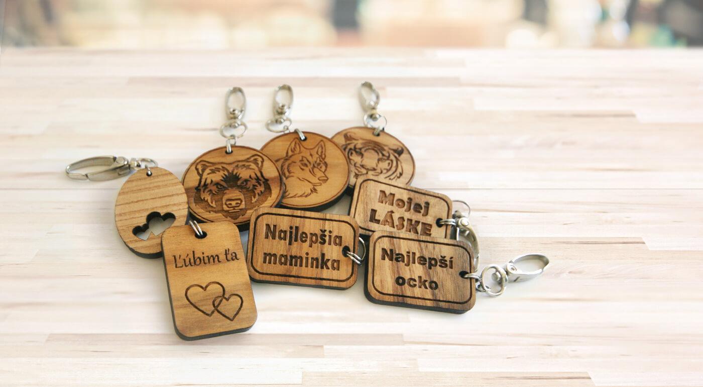 Drevené prívesky na kľúče - originálne kľúčenky vyrobené na Slovensku