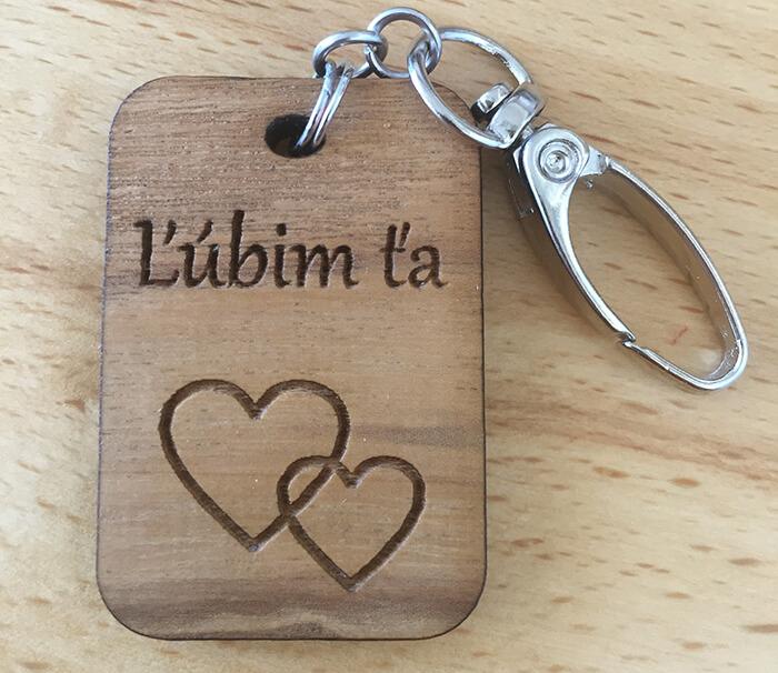 Drevený prívesok na kľúče - Ľúbim Ťa