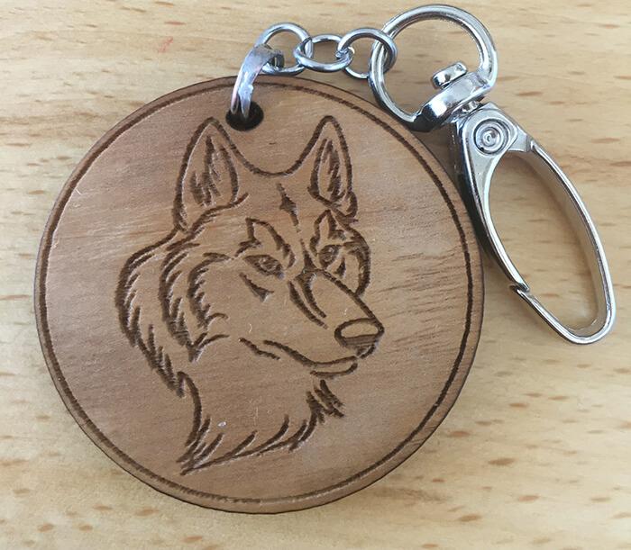 Drevený prívesok na kľúče - Vlk