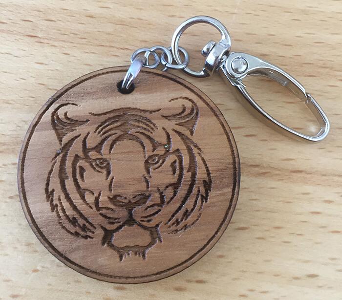Drevený prívesok na kľúče - Tiger