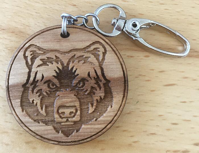 Drevený prívesok na kľúče - Medveď