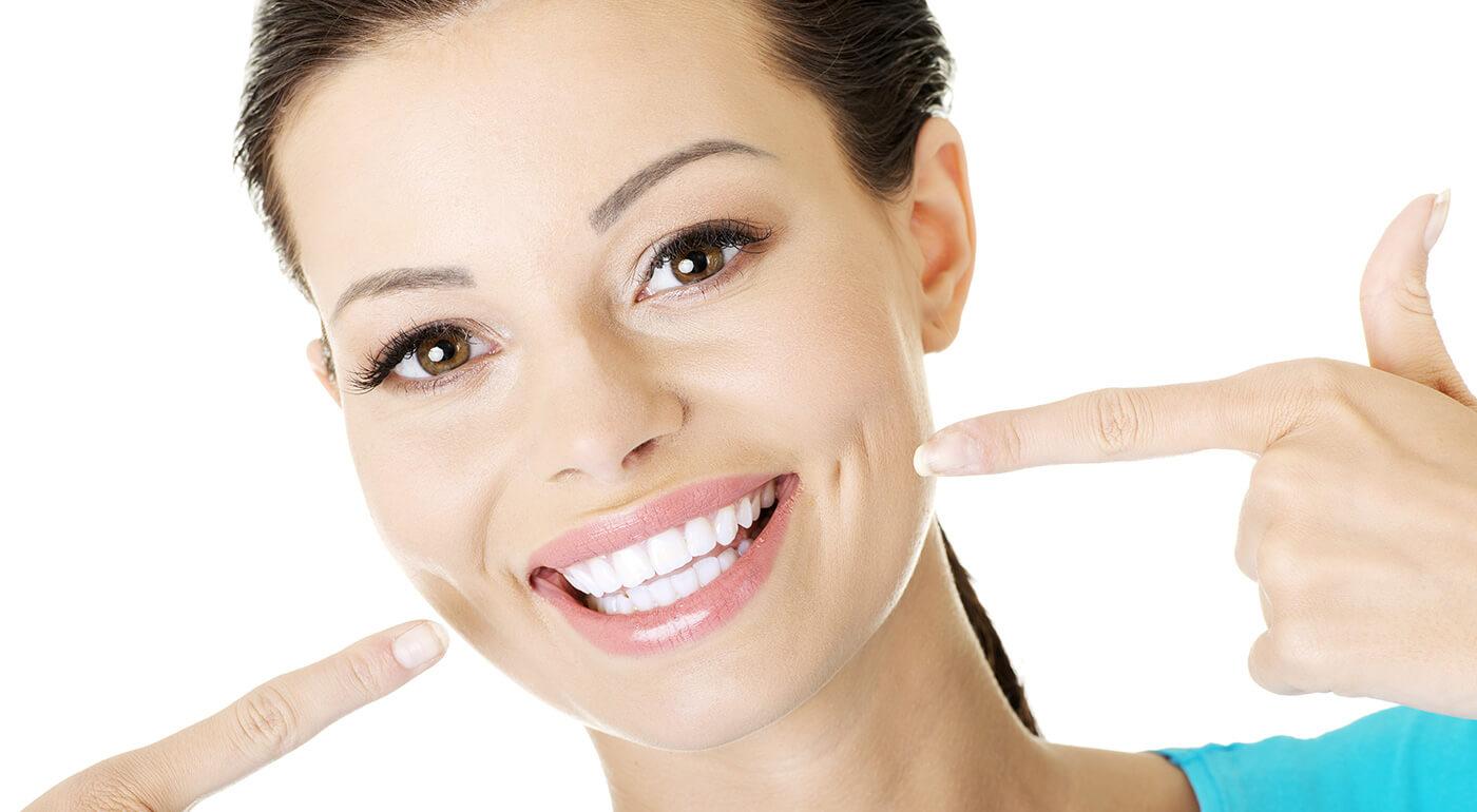 Bielenie zubov led svetlom a gélom pre žiarivý úsmev bez použitia peroxidu v Choco Sole
