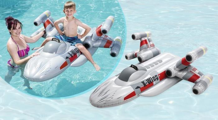 Plavte sa na vode ako Luke Skywalker, keď sa vydal zničiť Hviezdu smrti. Štýlová nafukovačka X-Wing Fighter poteší každého drobca, ktorý má rád Star Wars a iné vesmírne dobrodružstvá.
