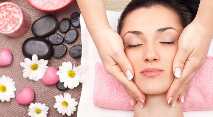 Masáž tváre na relax a uvoľnenie