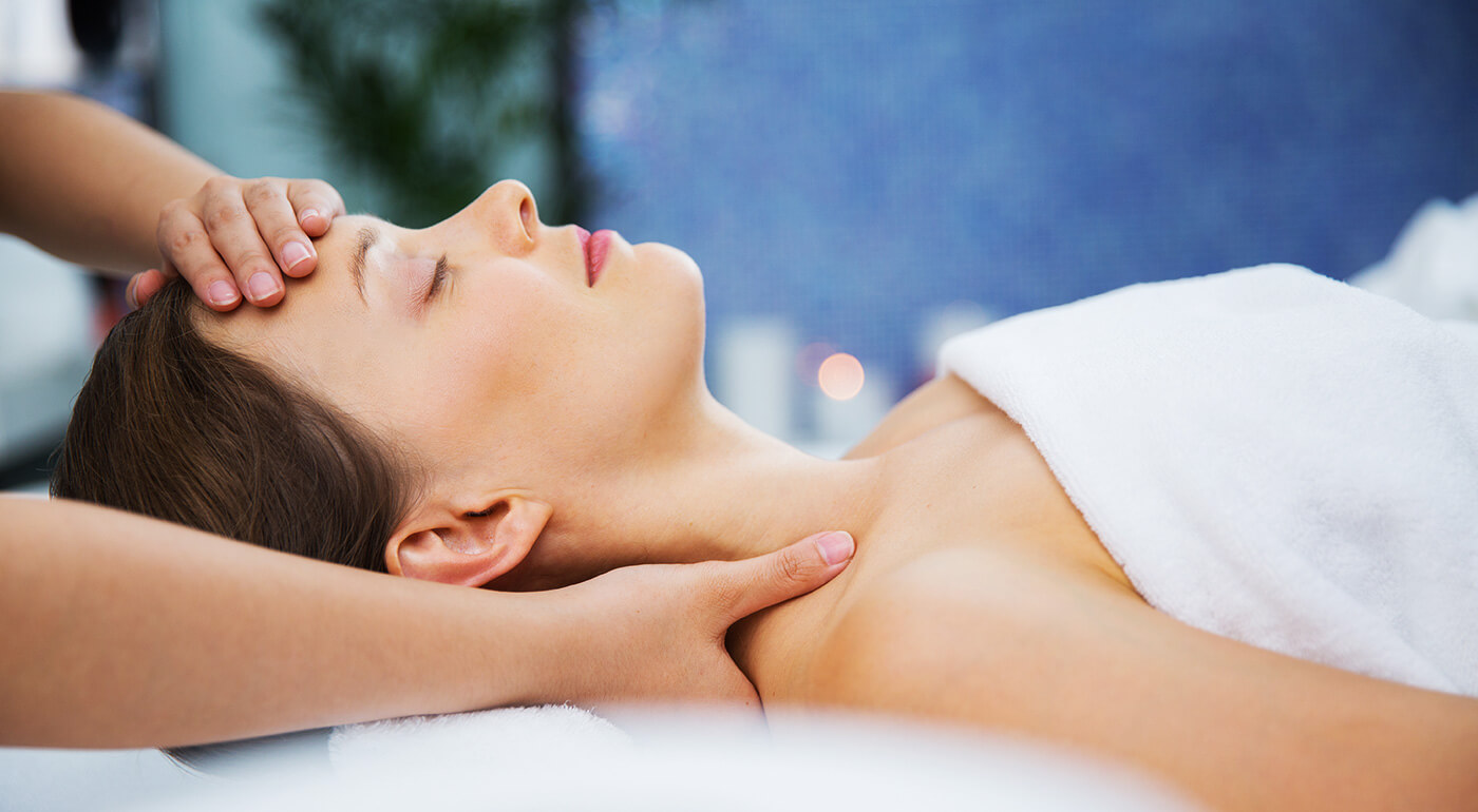 Klasická masáž chrbta a šije pre dámu (30 minút)