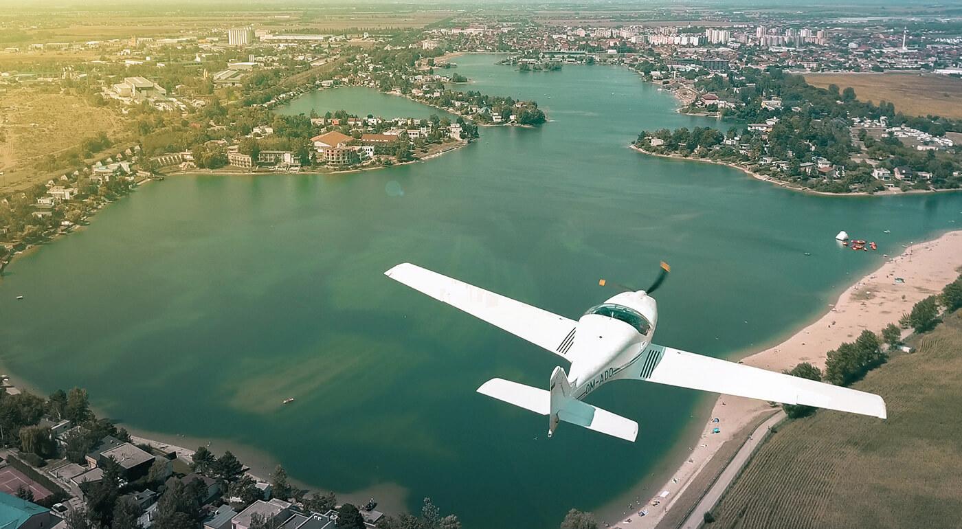 30-minútový zážitkový let s možnosťou pilotovania pre 2-3 osoby (letisko Spišská Nová Ves)