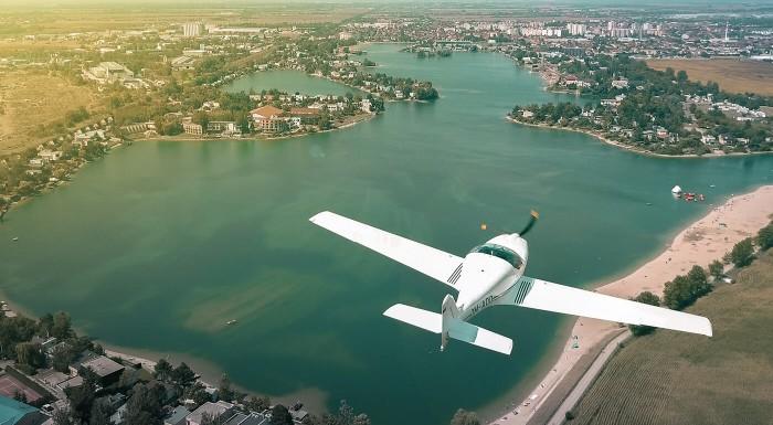 Let športovým lietadlom alebo Pilotom na skúšku