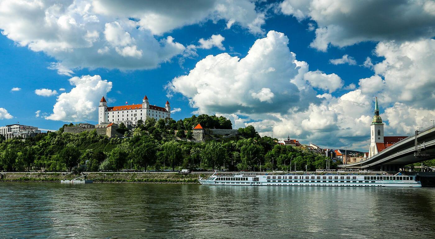 Trvalý pobyt alebo prechodný pobyt v Bratislave na jeden rok - rýchlo a jednoducho, bez čakania!
