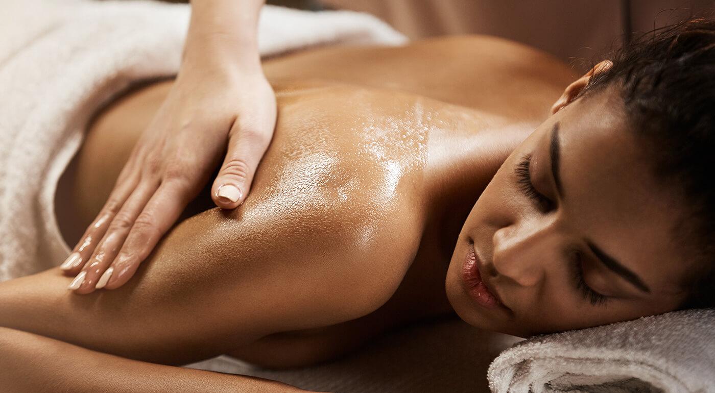 Blahodarná klasická masáž pre dámy: Dajte si premasírovať celé telo alebo problémové partie - chrbát a šiju