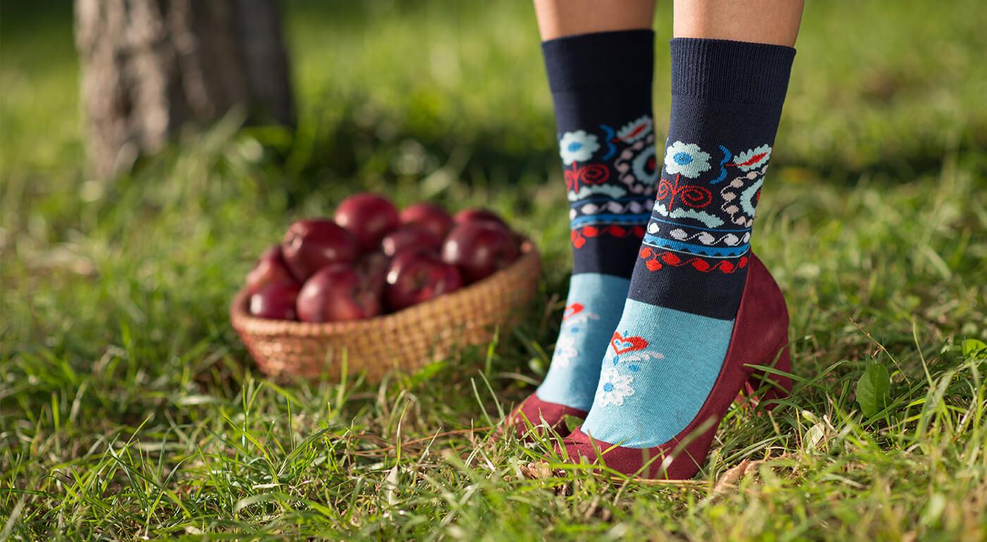 Folkové ponožky Crazy Step vyrobené na Slovensku - už aj nové dizajnové modely s mašľou