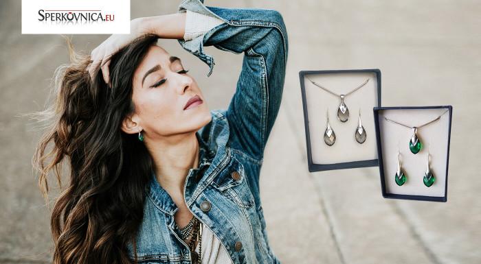 Darujte svojej milej šperk, do ktorého sa okamžite zamiluje. Set prívesku a náušníc v tvare szly ze nadčasový, elegantný a vďaka jemným farbám sa hodí naozaj ku všetkému.