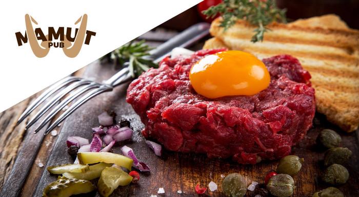 Máte chuť na poriadnu porciu mäsa? Vychutnajte si hriešne dobrý tatarák s hriankami pre 2 osoby v známom Mamut Pube v centre Bratislavy!