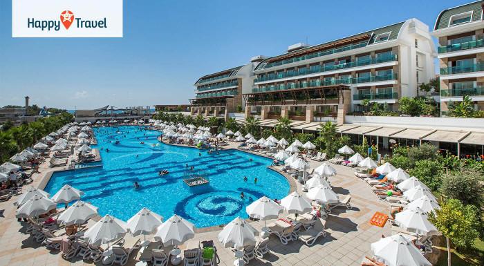 Dovolenka v luxusnom komplexe v prestížnej hotelovej sieti. 5* Crystal Waterworld Resort & Spa na 8 alebo 15 dní! Aquapark, ultra all inclusive a letenka z Bratislavy alebo Košíc!