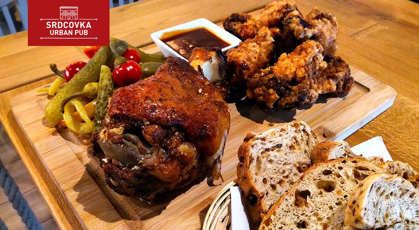 Pečené koleno a pikantné krídelká  pre 2-4 osoby v novootvorenej reštaurácii Srdcovka Urban Pub