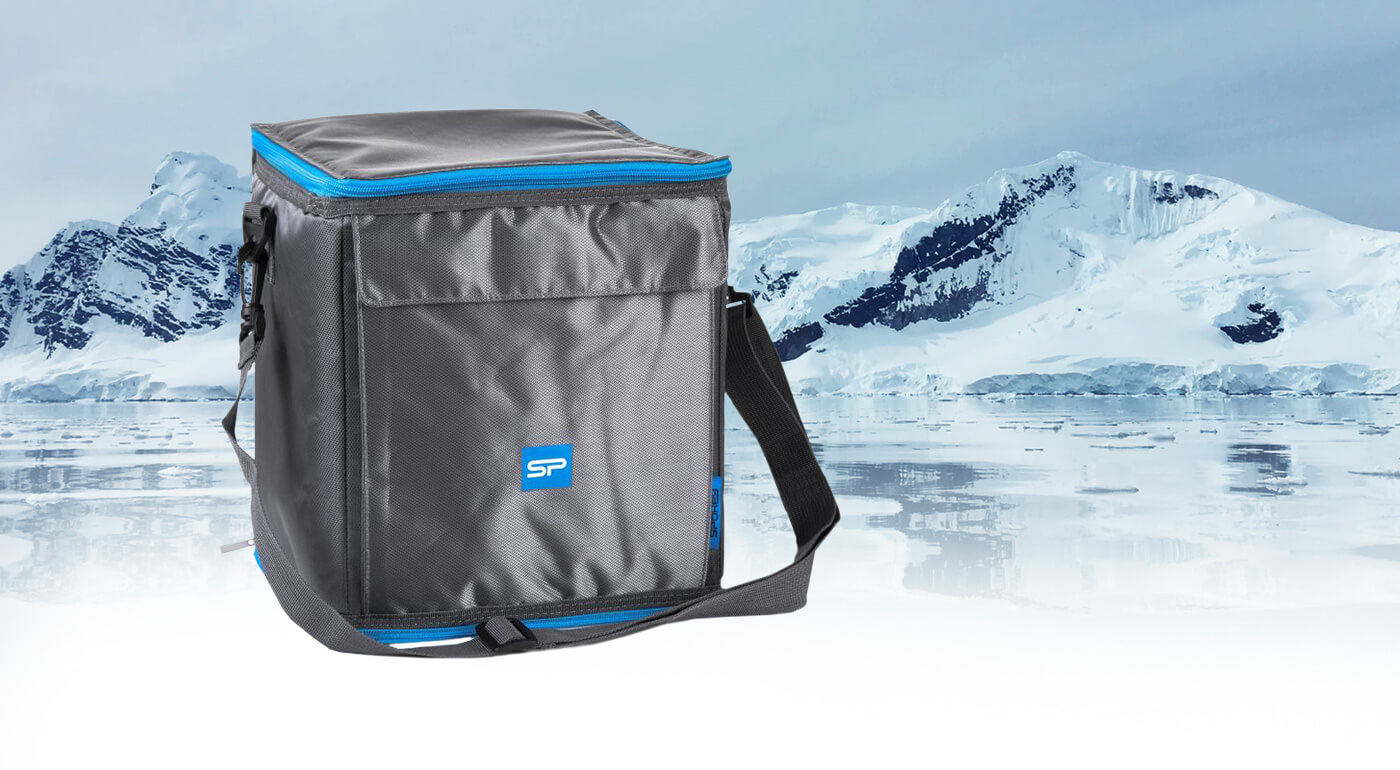 Termotaška ICECUBE 4 je nenahraditeľným spoločníkom nielen na výlety. Pohodlne do nej zbalíte nápoje či iné občerstvenie. Ľahko sa nosí vďaka dlhým popruhom. O chladenie sa postará gélová vložka.
