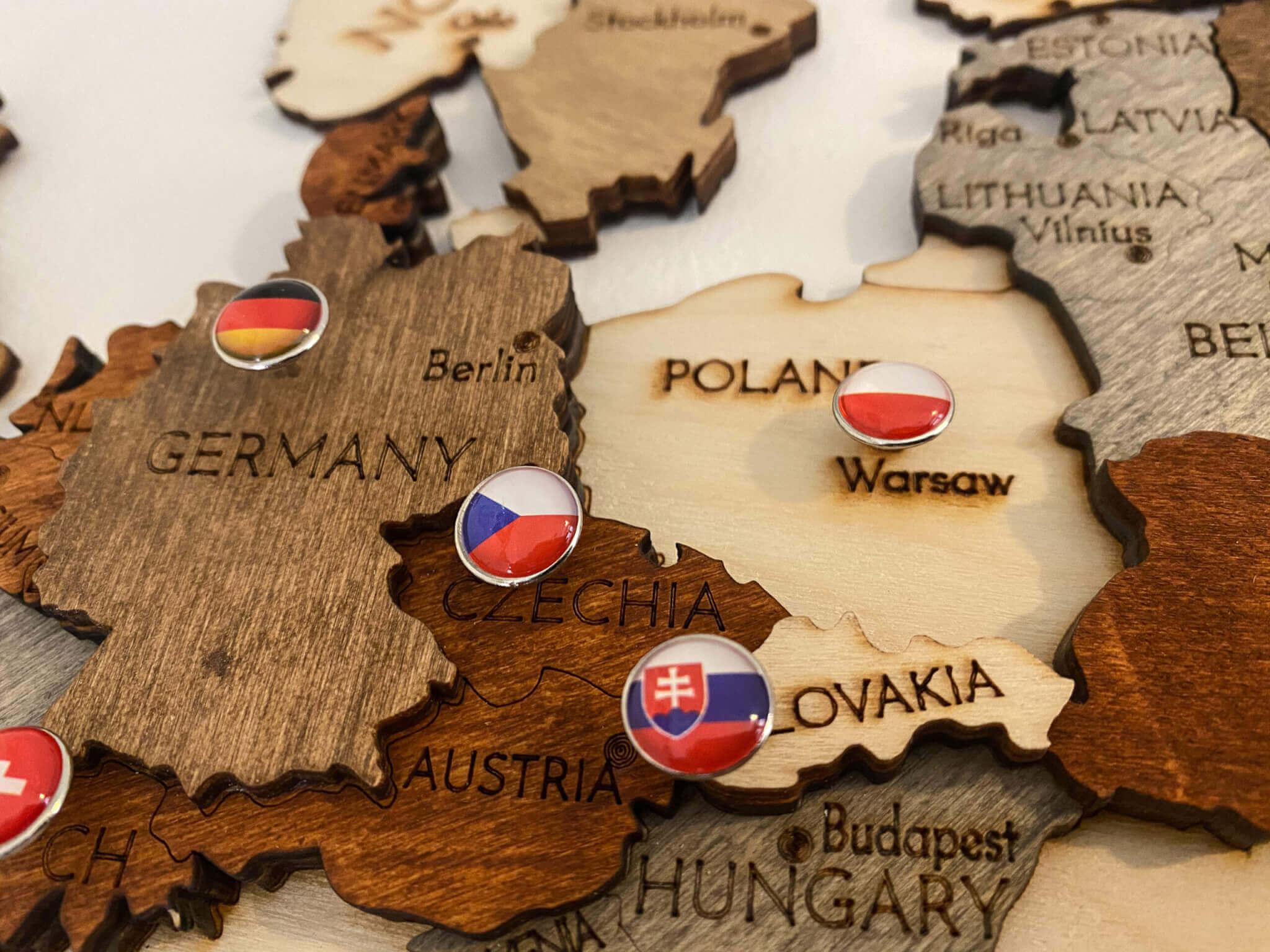 Doplnky k mape - pripináčiky s vlajkami krajín