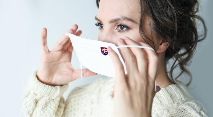 Obdĺžnikové rúška s vyšitým slovenským znakom