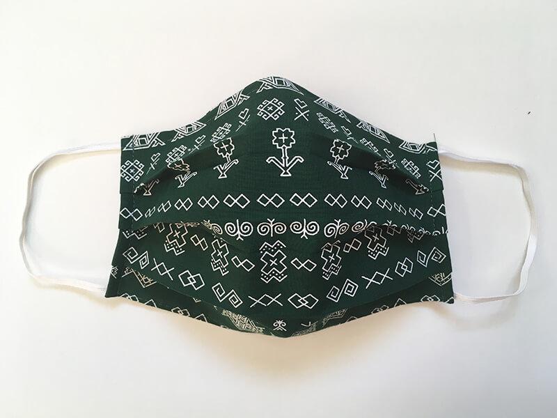 Bavlnené rúško s plieškom na nose pre dospelého - vzor Čičmany tmavozelené
