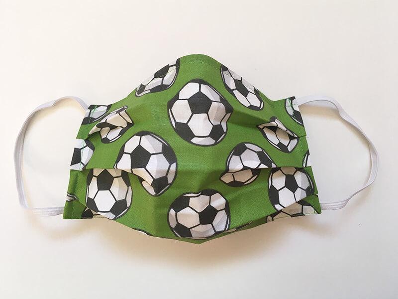 Bavlnené rúško s plieškom na nose pre dospelého - vzor Futbal