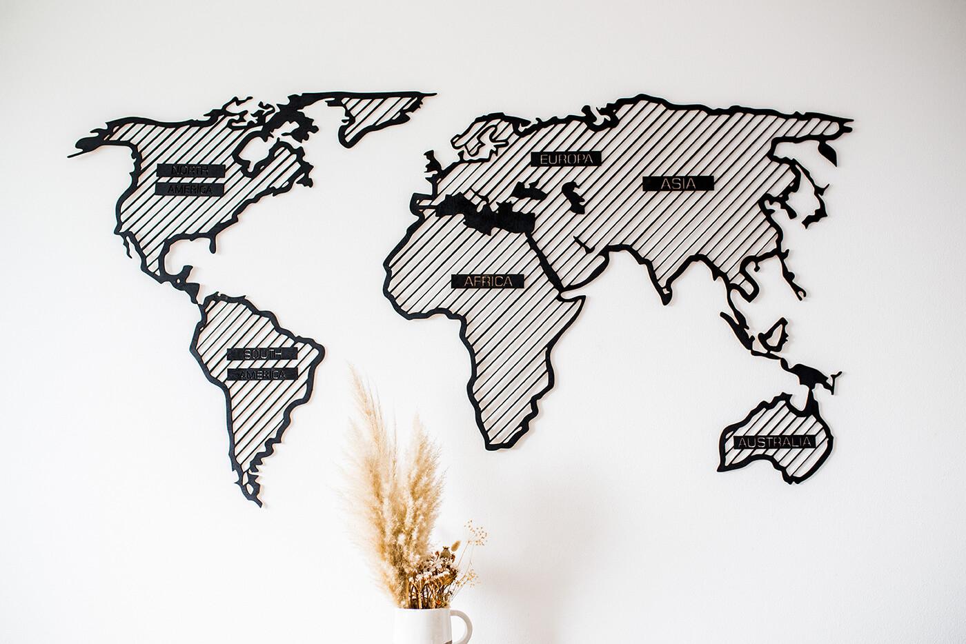 Drevená mapa sveta LINE L Adventurer (s názvami kontinentov) - rozmery 150 x 77 cm
