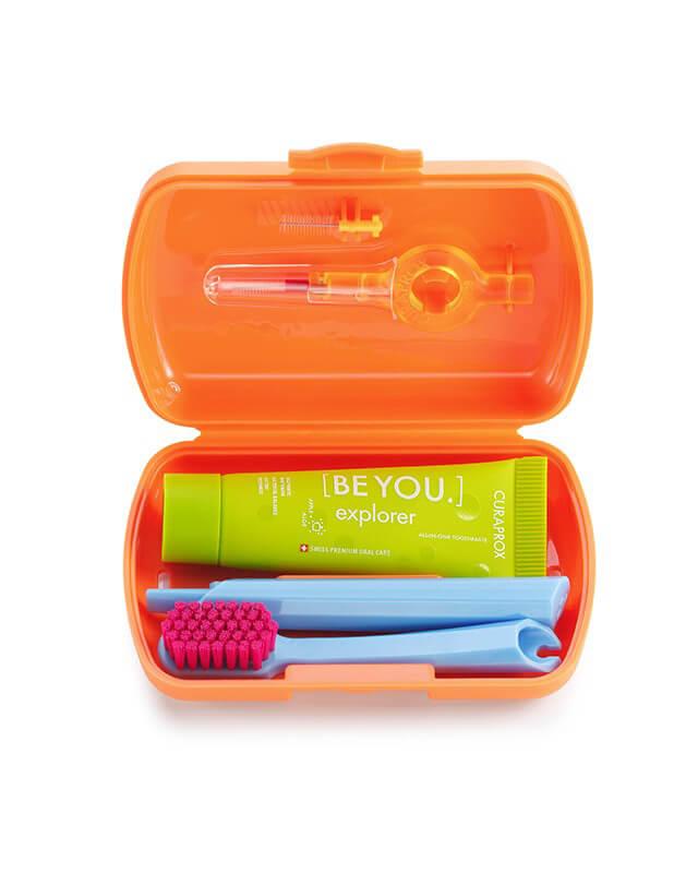 Set Orange- skladacia zubná kefka CS 5460, pasta CURAPROX BE YOU, medzizubné kefky, držiak a krytka na medzizubné kefky