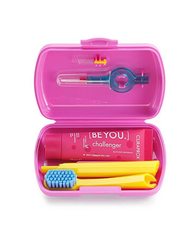 Set Pink- skladacia zubná kefka CS 5460, pasta CURAPROX BE YOU, medzizubné kefky, držiak a krytka na medzizubné kefky