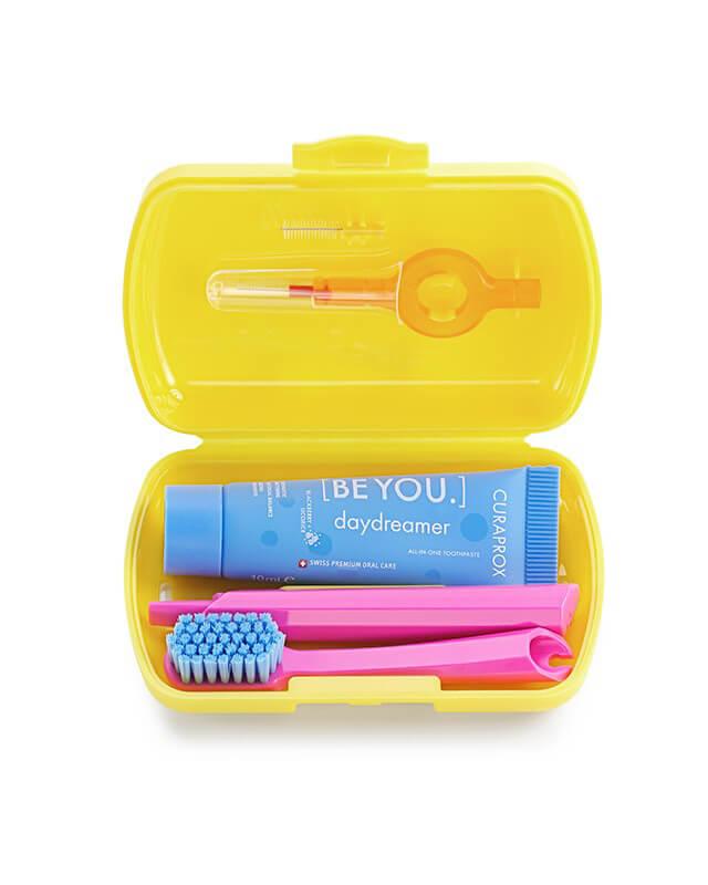 Set Yellow- skladacia zubná kefka CS 5460, pasta CURAPROX BE YOU, medzizubné kefky, držiak a krytka na medzizubné kefky