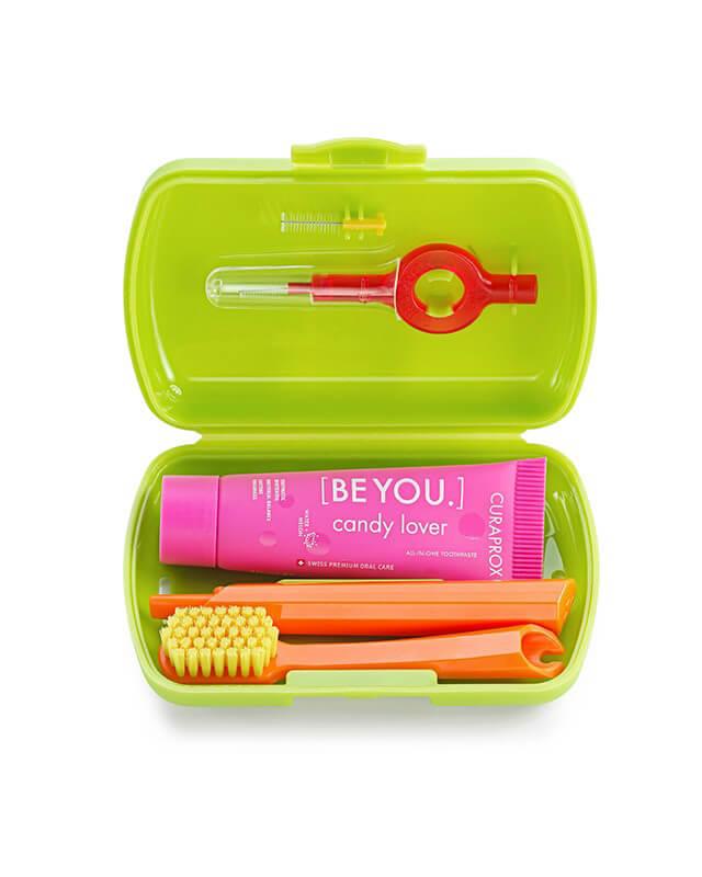 Set Green- skladacia zubná kefka CS 5460, pasta CURAPROX BE YOU, medzizubné kefky, držiak a krytka na medzizubné kefky