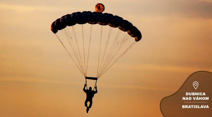Parašutistický zoskok bez inštruktora s výcvikom