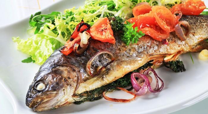 Rybie špeciality z čerstvých rýb z vlastného chovu. Rybacie hody v Jelke - reštaurácia V siedmom nebi.
