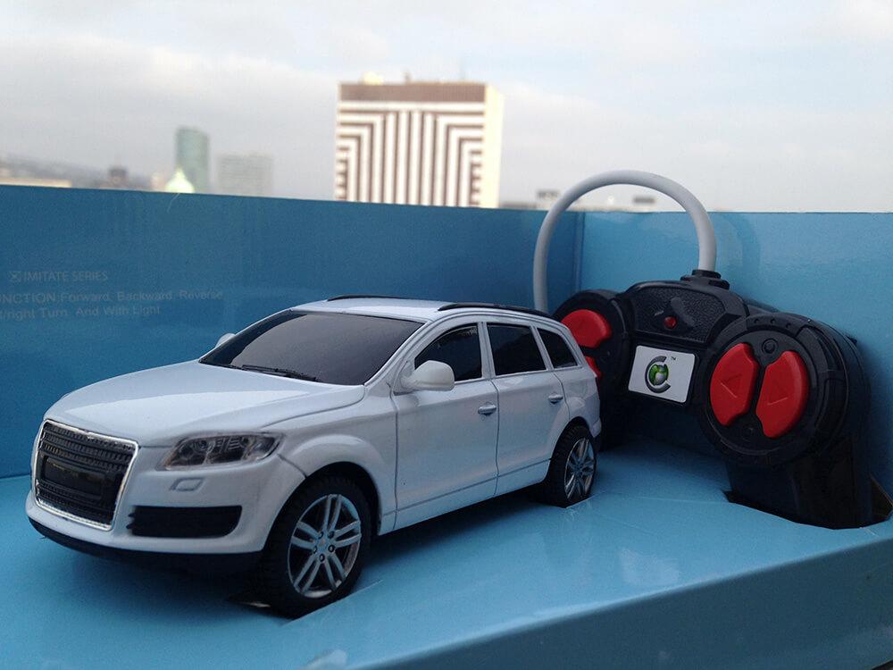 RC auto na diaľkové ovládanie AUDI COMBI biele