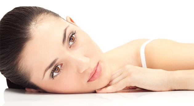 Ošetrenie pleti kyselinou hyaluronóvou pre dámy s oslabenou pleťou - spevnenie, revitalizácia a vyhladenie