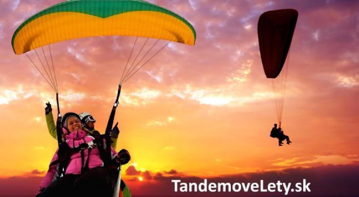 Fotka zľavy: Adrenalínový tandemový let na padáku za 54 €. Zažite nevšedné chvíle v oblakoch!