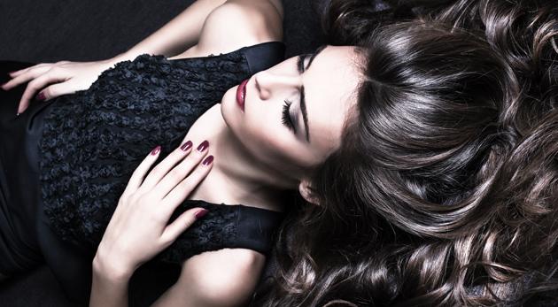 Fotka zľavy: Doprajte vašim vlasom zmenu a potrebnú starostlivosť v kaderníckom salóne Tesoro v Petržalke už od 9,90 €. Profesionálny strih, regenerácia a konečný styling pre vašu korunu krásy!