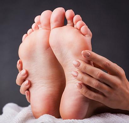 bf78bb683dc4 ... pokiaľ si aplikujete ortopedické pomôcky. Vyberte si pomôcku na malíček  alebo na spodnú časť nohy podľa typu vášho problému a nenechajte sa  obmedzovať!