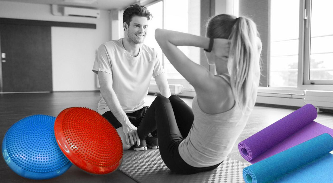 Šikovné pomôcky pre vašu zdravú chrbticu - masážno-balančný disk s ihlou na nafukovanie a protišmyková podložka na cvičenie