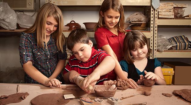 Päťdňový letný denný tábor Farby leta v Bratislave pre všetky šikovné a kreatívne deti od 8 do 14 rokov