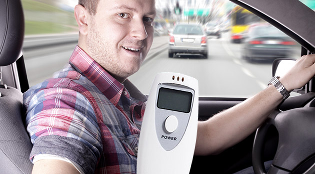 Alkoholtester s LCD monitorom - bezpečne a zodpovedne za volantom