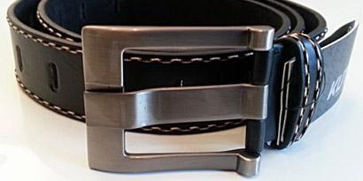 Pánsky kožený opasok s oceľovou prackou - model N