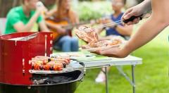 Zľava 61%: Pripravte si obľúbené chrumkavé dobroty na šikovnom skladateľnom záhradnom grile len za 4,50 €. Disponuje 4 úrovňami grilovacej plochy a ochranou proti vetru!