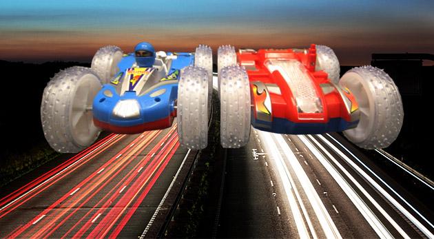 Hudobné obojstranné auto s nadrozmernými kolesami a svetelnými efektami