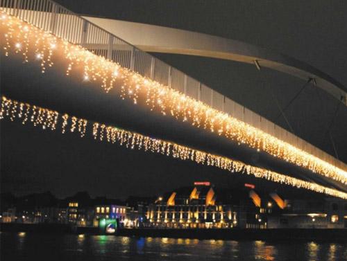 Vianočné ozdobné osvetlenie domu - farba teplá biela (dĺžka svietiacej časti 6,5 m)