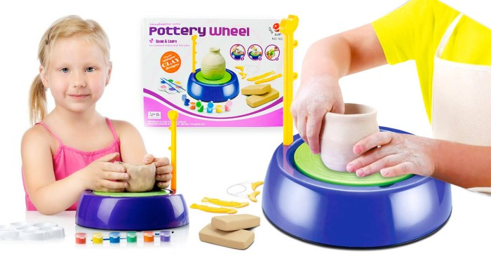Fotka zľavy: Jednoznačne originálny darček - Detský hrnčiarsky kruh len za 12,99 €! Balenie obsahuje hlinu, farby a iné pomôcky pre dokonalé veľdielo! Odhaľte, aký umelec sa skrýva vo vašom dieťati.