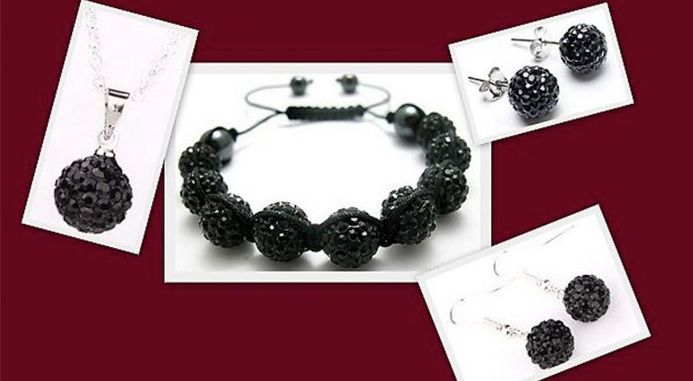 7-dielny set šperkov v čiernej farbe: 2 páry náušníc, retiazka s príveskom a náramok v organzovom vrecúšku